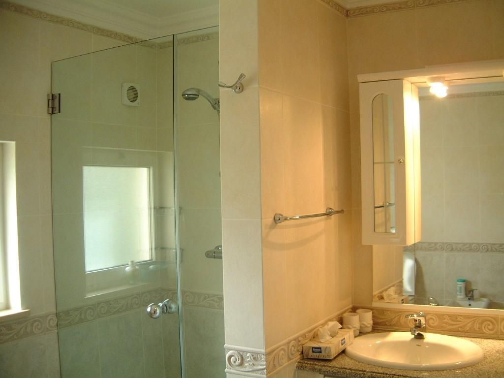 Cream olive bathroom design ideas photos inspiration for Olive bathroom ideas