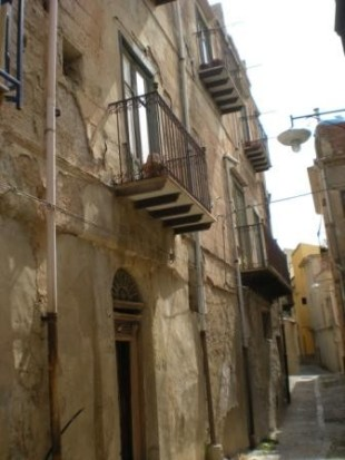 8 bed semi detached house for sale in Sicily, Palermo, Caccamo