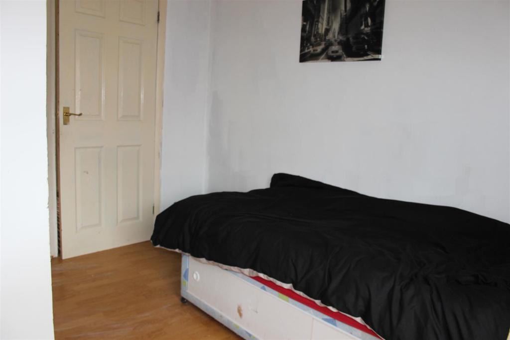 Bedroom 3, Front