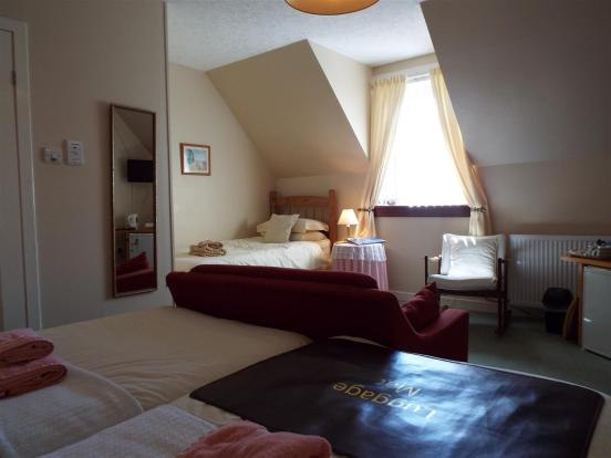 Bedroom 2 (Family Ro