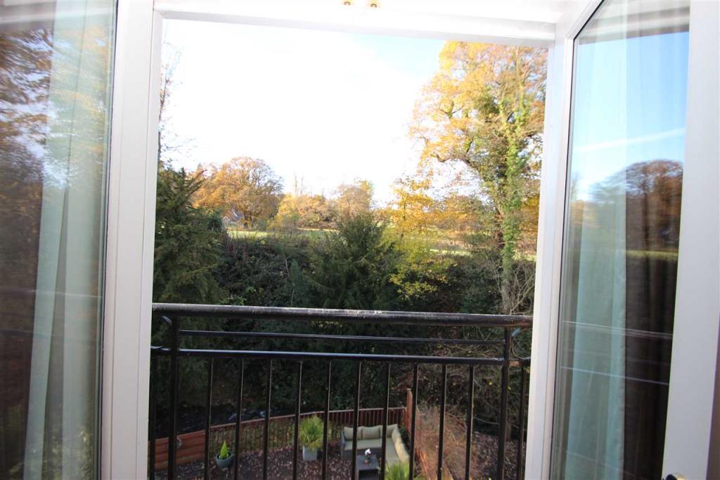 Bedroom 1/ Balcony