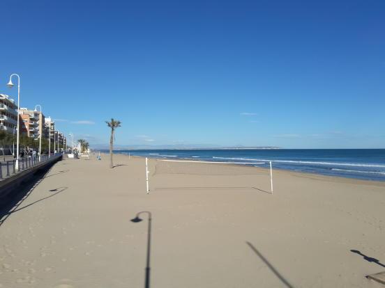 Beach 50m away