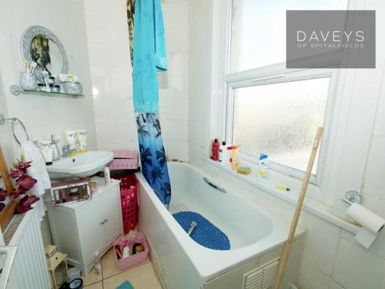 69PORTWAY-bathb.jpg
