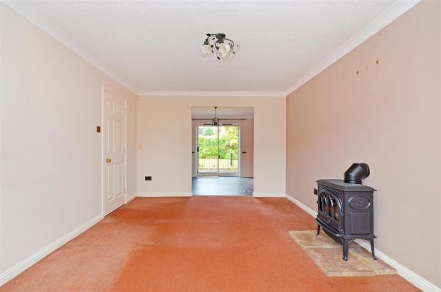 Living Room (3).jpg