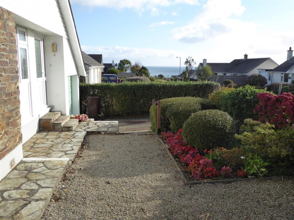 P Front garden.JPG