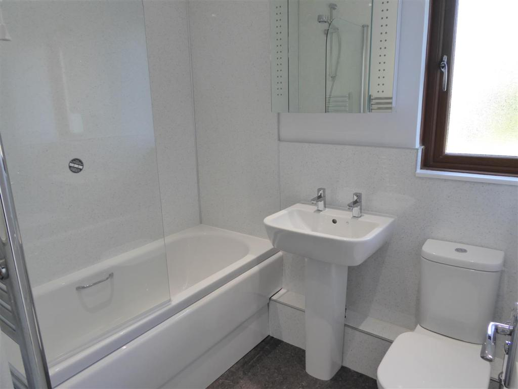 P Bathrm.JPG