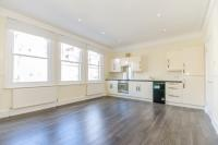 Flat to rent in Abingdon Mansions...