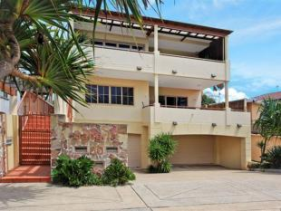 Villa for sale in 2/30 Albatross Avenue...