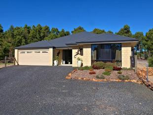 4 bed property for sale in 18 Duce Drive...