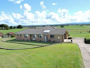 4 bedroom property in 15 Daisy Place...