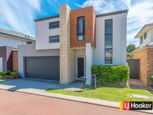 Town House for sale in 17/18 Deanmore Bend...