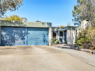 property for sale in 27 Bruxner Close...