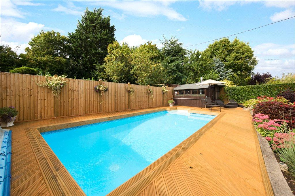 3 bedroom bungalow for sale in wycombe road saunderton high wycombe buckinghamshire hp14 hp14 for Swimming pools buckinghamshire