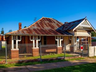 6 bedroom house for sale in 29 Warne Street...