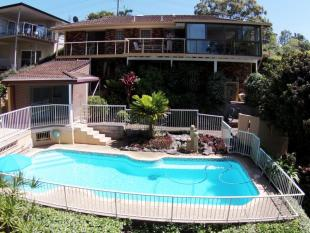 4 bedroom house in 12 Korora Bay Drive...