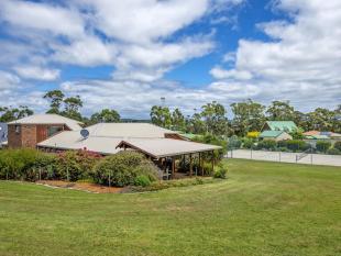 42 Freestone Crescent house for sale