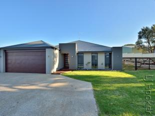 4 bedroom house for sale in 6 Molokai Close...