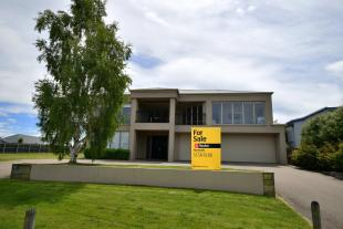 4 bed house in 182 Newlands Drive...