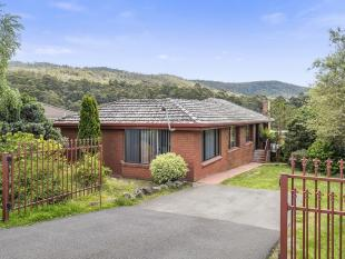 3 bed property for sale in 24 Snug Tiers Road...