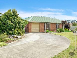 3 bedroom home for sale in 15 Peppermint Place...