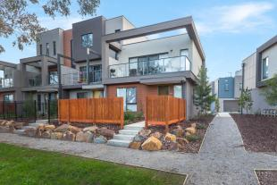 Town House for sale in 17 Lithgow Way...