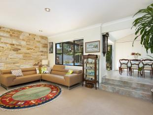 4 bed property in 32 Bangalow Avenue...