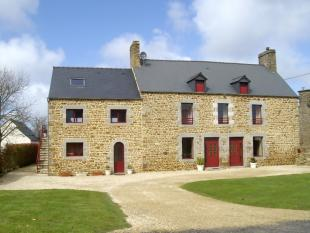 Stone House for sale in Saint-Broladre...