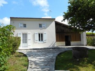 Villa for sale in Saint-Jean-D'angely...