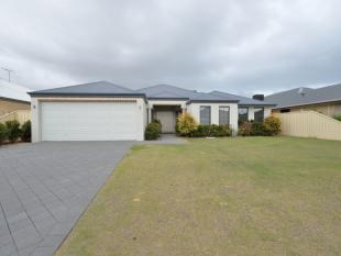 4 bedroom house for sale in 7 Seaview Drive...