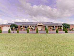 5 bedroom home in 22 Counahan Drive...