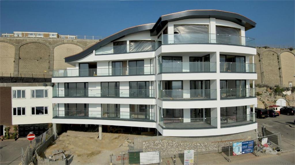 2 bedroom apartment for sale in granville marina ramsgate kent ct11