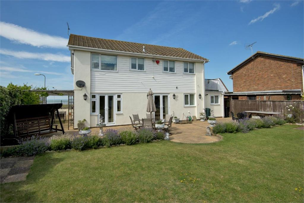 4 Bedroom Detached House For Sale In Sea Road Westgate On
