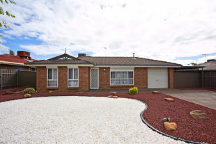 3 bed house in 5 Heathcott Court...