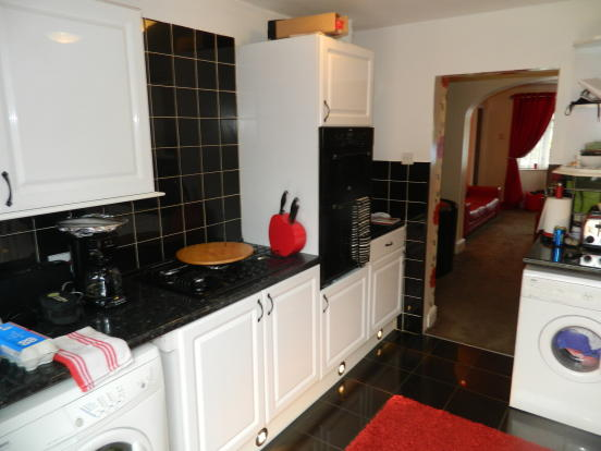 Modedrn Kitchen with Oven & Hob