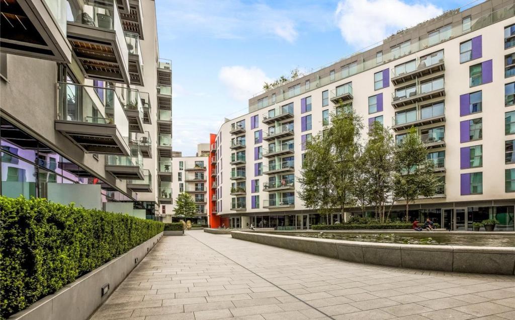 1 Bedroom Apartment To Rent In Saffron Central Square Croydon London Cr0 Cr0