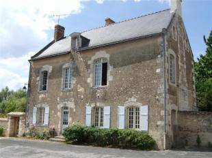 Village House in Pays de la Loire...