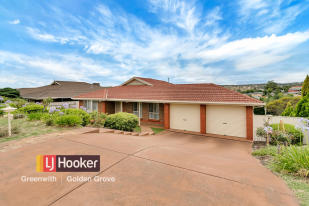 house for sale in 17 Holbrook Crescent...