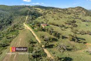 4 bed house for sale in 176 Airstrip Road...