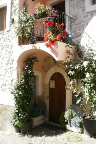 Stone House in Abruzzo, L`Aquila for sale