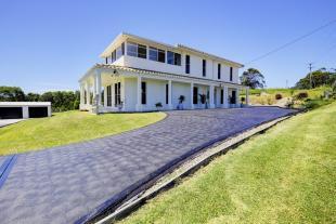 5 bedroom house in 316 Diamond Beach Road...
