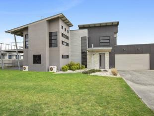 3 bedroom house for sale in 11 Endeavour Place...