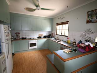 5 bed house in 14 Herbert Court...