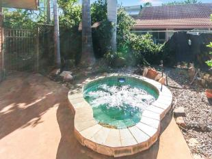 2 bedroom house in 74 Acacia Drive...