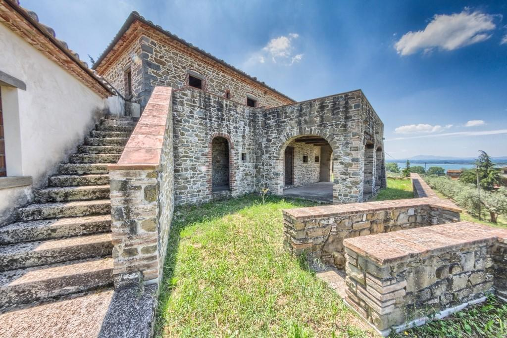 Character Property for sale in Tuoro sul Trasimeno...