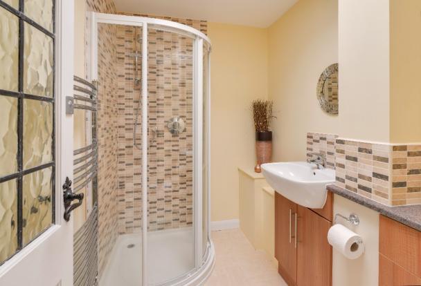 G.F. Shower room