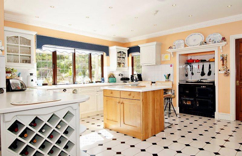 Enstone - Kitchen