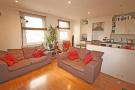 Flat to rent in Lower Mortlake Road...