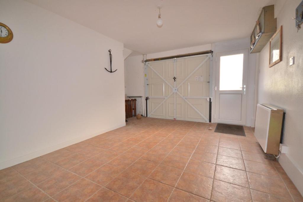 Entrance Hall / Gara