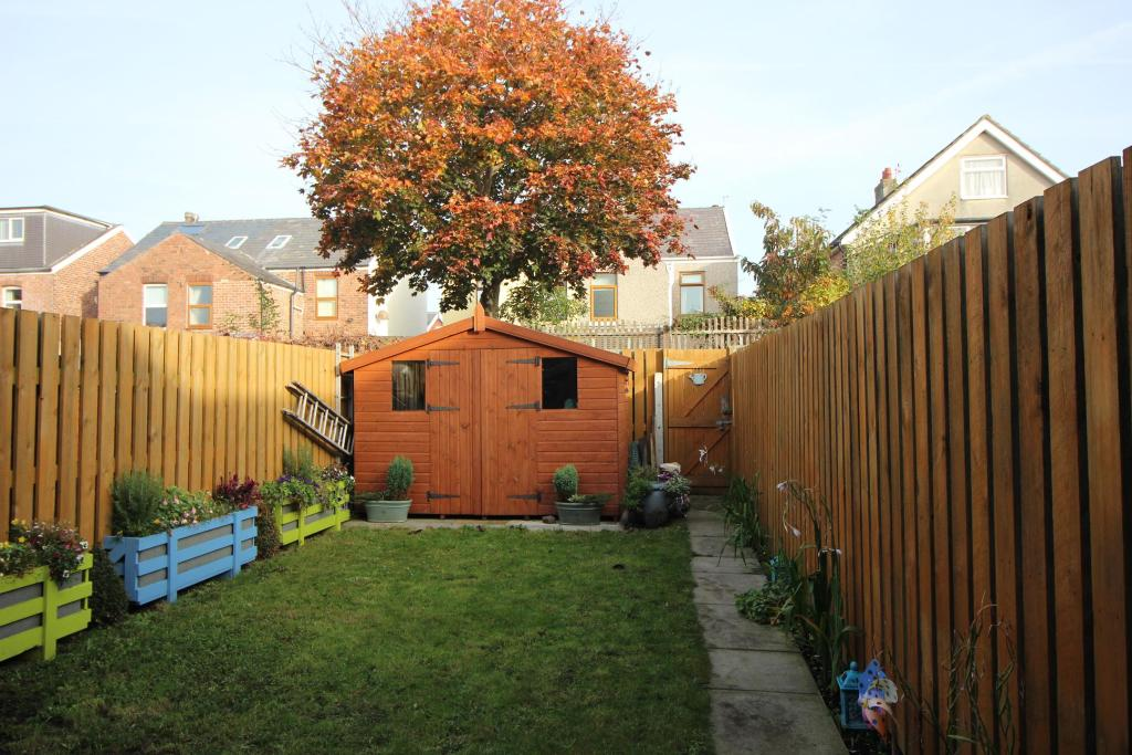 Well presented garden with Shed