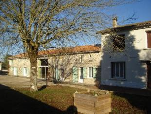Longere for sale in Sauze-Vaussais...
